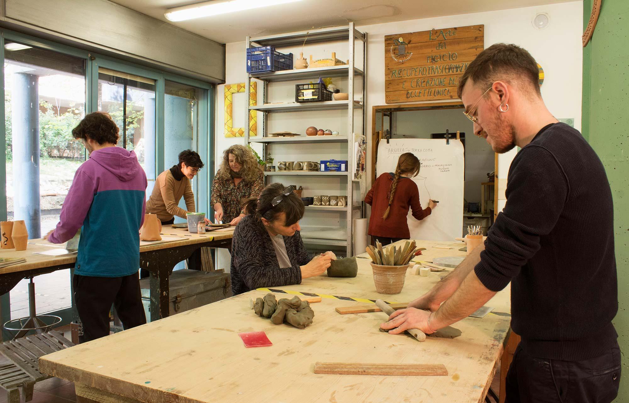 Corsi di artigianato solidale presso l'Associazione Terra Verde Bologna